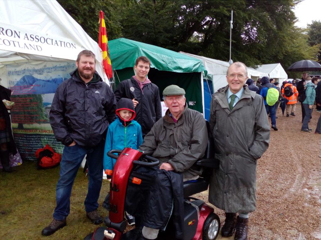 Lochiel, Roddy Cameron et des membres du Clan Cameron France aux Higlands Games de Glenfinann