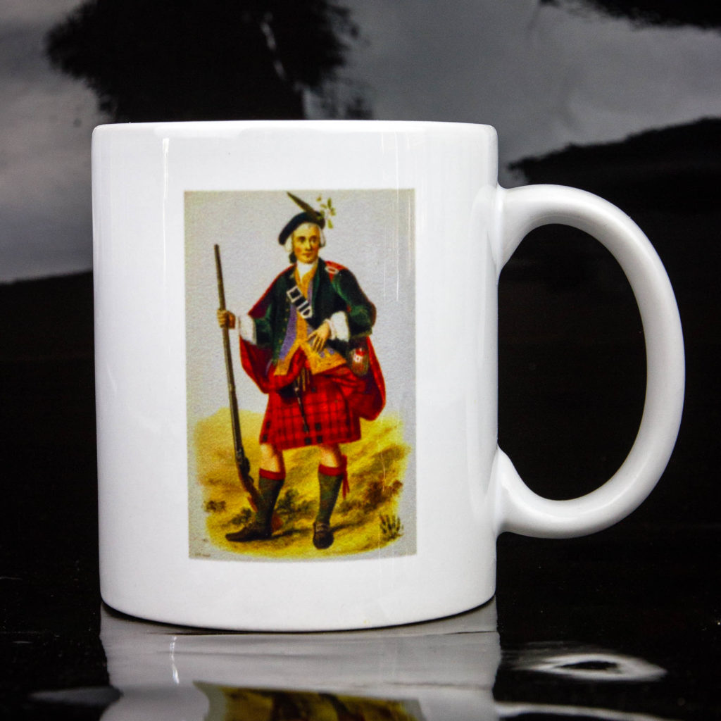 le mug du Clan Cameron France (recto). Pour boire son café comme un highlander.