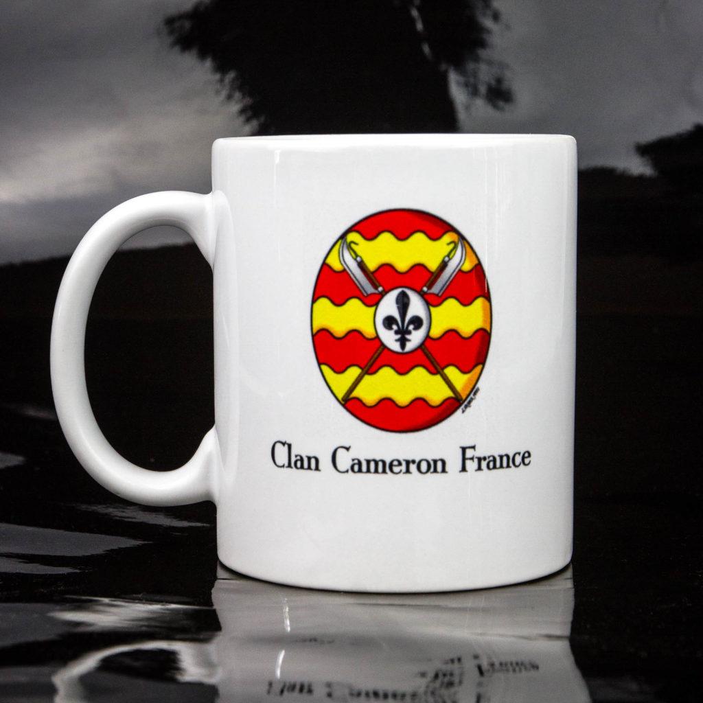 le mug du Clan Cameron France (verso). Pour boire son café comme un highlander.